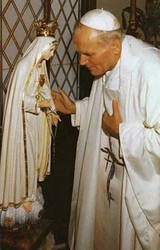 The Pope praying to Mary